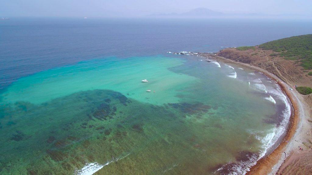 La playa Cala Arenas se encuentra en el municipio de Algeciras, perteneciente a la provincia de Cádiz y a la comunidad autónoma de Andalucía
