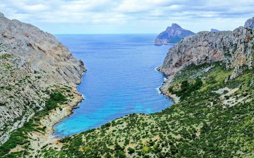La playa Cala Boquer se encuentra en el municipio de Pollença, perteneciente a la provincia de Mallorca y a la comunidad autónoma de Islas Baleares