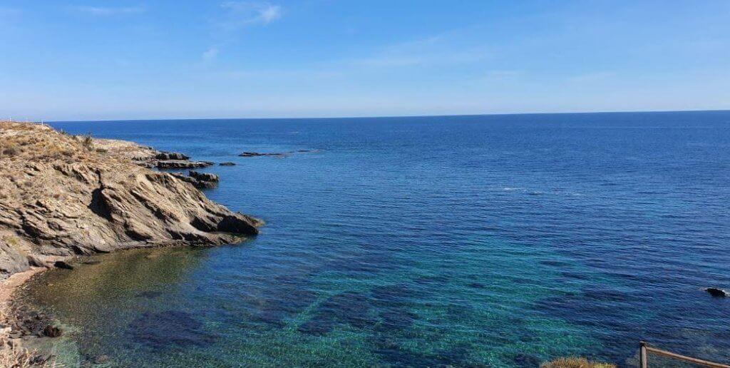 La playa Cala Cristal se encuentra en el municipio de Cuevas del Almanzora, perteneciente a la provincia de Almería y a la comunidad autónoma de Andalucía