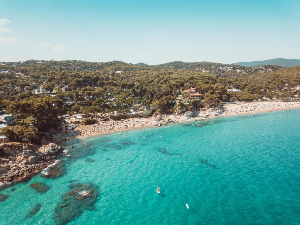 La playa Cala de Ses Torretes / Cala Go Go se encuentra en el municipio de Calonge, perteneciente a la provincia de Girona y a la comunidad autónoma de Cataluña