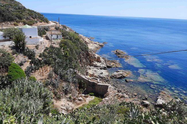 La playa Cala del Sarchal se encuentra en el municipio de Ceuta, perteneciente a la provincia de Ceuta y a la comunidad autónoma de Ceuta