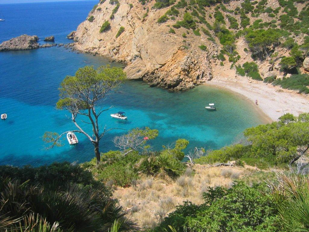 La playa Cala Egos / Caló de ses Egües se encuentra en el municipio de Santany, perteneciente a la provincia de Mallorca y a la comunidad autónoma de Islas Baleares