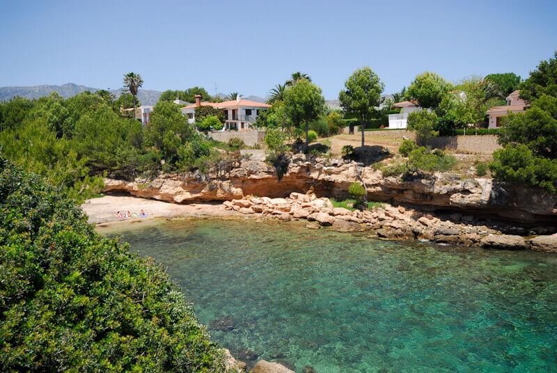 La playa Cala Llobeta se encuentra en el municipio de L'Ametlla de Mar, perteneciente a la provincia de Tarragona y a la comunidad autónoma de Cataluña