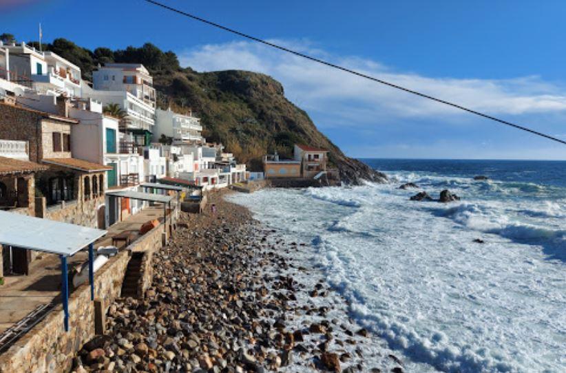 La playa Cala Margarida se encuentra en el municipio de Palamós, perteneciente a la provincia de Girona y a la comunidad autónoma de Cataluña