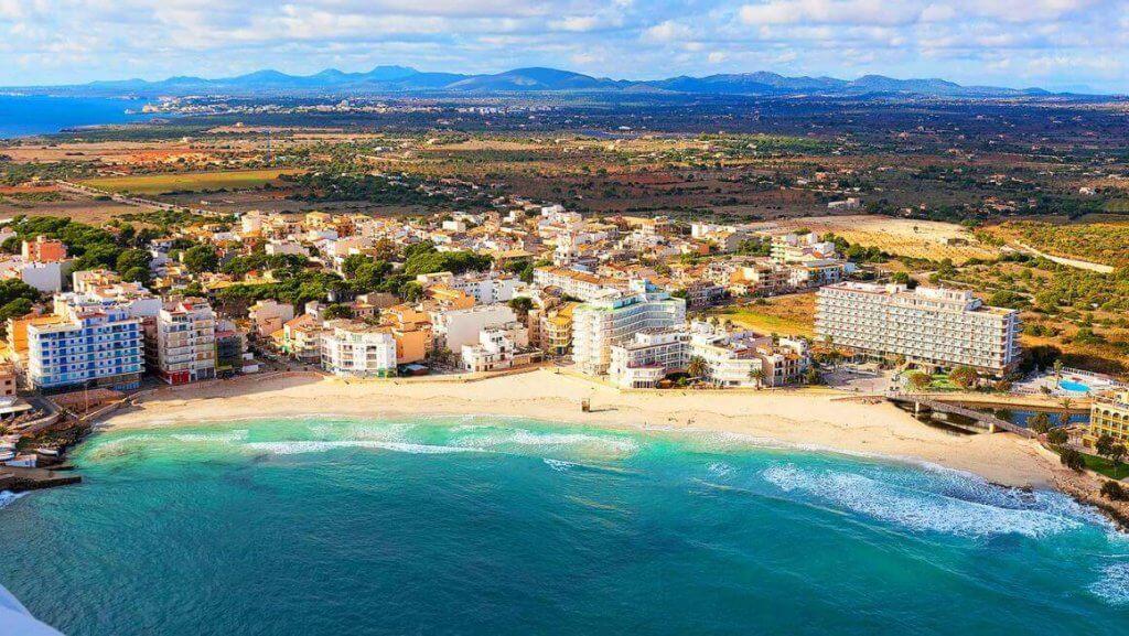 La playa Cala Moreia / S'Illot se encuentra en el municipio de Sant Llorenç des Cardassar, perteneciente a la provincia de Mallorca y a la comunidad autónoma de Islas Baleares