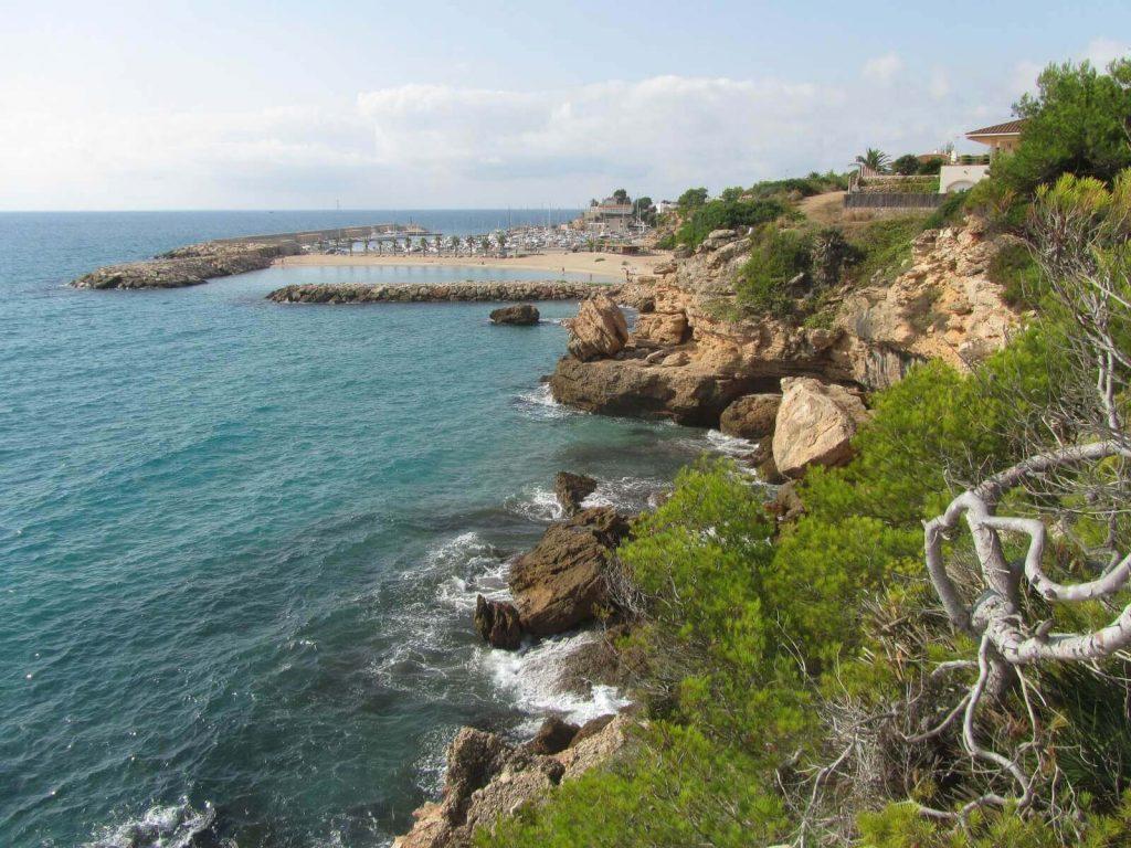 La playa Cala Trebol / Cala Lo Ribellet se encuentra en el municipio de L'Ametlla de Mar, perteneciente a la provincia de Tarragona y a la comunidad autónoma de Cataluña