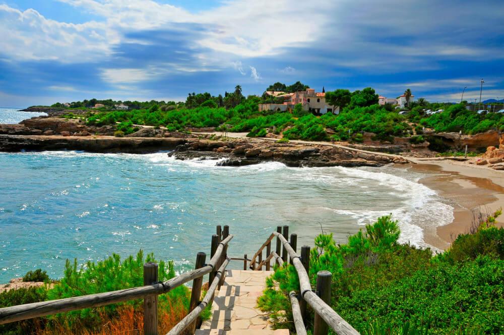 La playa Cala Vidre se encuentra en el municipio de L'Ametlla de Mar, perteneciente a la provincia de Tarragona y a la comunidad autónoma de Cataluña