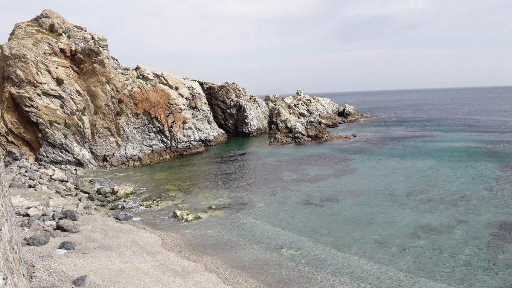 La playa Calamocarro se encuentra en el municipio de Ceuta, perteneciente a la provincia de Ceuta y a la comunidad autónoma de Ceuta