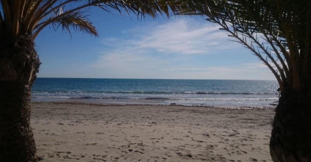 La playa Calas I-II-III Santiago Bernabeu se encuentra en el municipio de Santa Pola, perteneciente a la provincia de Alicante y a la comunidad autónoma de Comunidad Valenciana