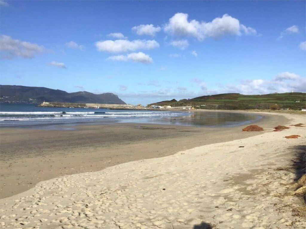 La playa A Concha se encuentra en el municipio de Ortigueira, perteneciente a la provincia de A Coruña y a la comunidad autónoma de Galicia