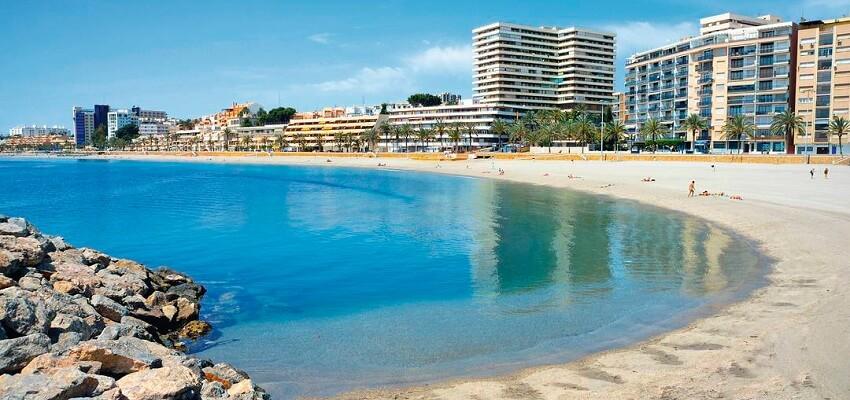 La playa Aguadulce se encuentra en el municipio de Roquetas de Mar, perteneciente a la provincia de Almería y a la comunidad autónoma de Andalucía