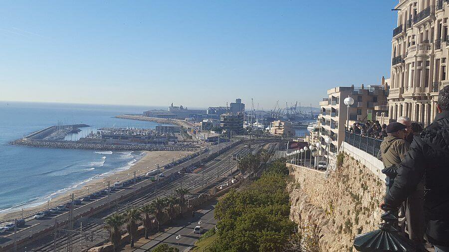 La playa Aldea Blanca se encuentra en el municipio de Sant Carles de la Ràpita, perteneciente a la provincia de Tarragona y a la comunidad autónoma de Cataluña