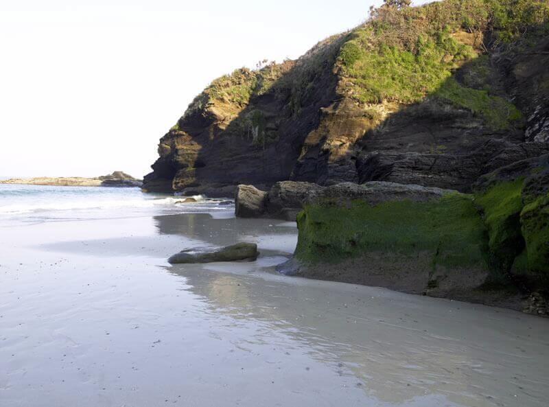 La playa Areoura se encuentra en el municipio de Foz, perteneciente a la provincia de Lugo y a la comunidad autónoma de Galicia