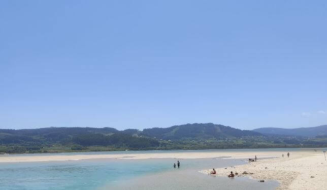 La playa Baldaio / Saiñas se encuentra en el municipio de Carballo, perteneciente a la provincia de A Coruña y a la comunidad autónoma de Galicia
