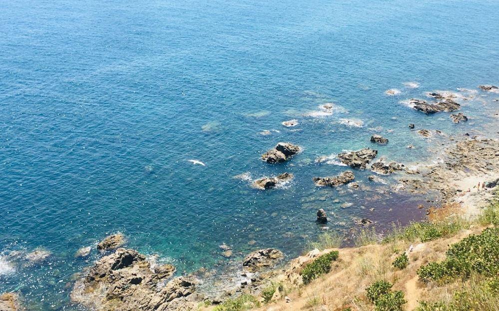 La playa Benítez (primer tramo) se encuentra en el municipio de Ceuta, perteneciente a la provincia de Ceuta y a la comunidad autónoma de Ceuta