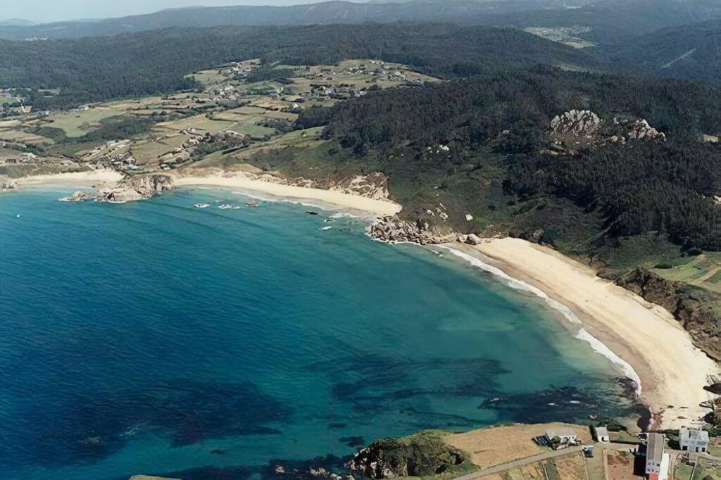 La playa Bimbieiro / Arxúa / Mazorgán se encuentra en el municipio de Ortigueira, perteneciente a la provincia de A Coruña y a la comunidad autónoma de Galicia