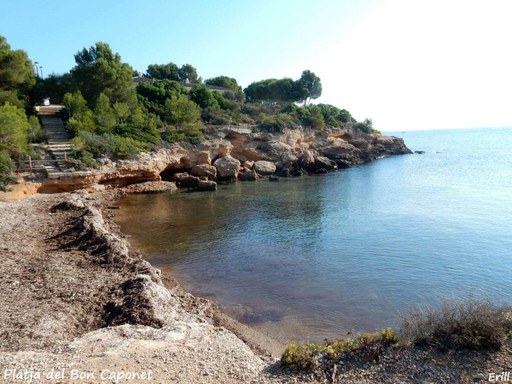 La playa Bon Caponet se encuentra en el municipio de L'Ametlla de Mar, perteneciente a la provincia de Tarragona y a la comunidad autónoma de Cataluña