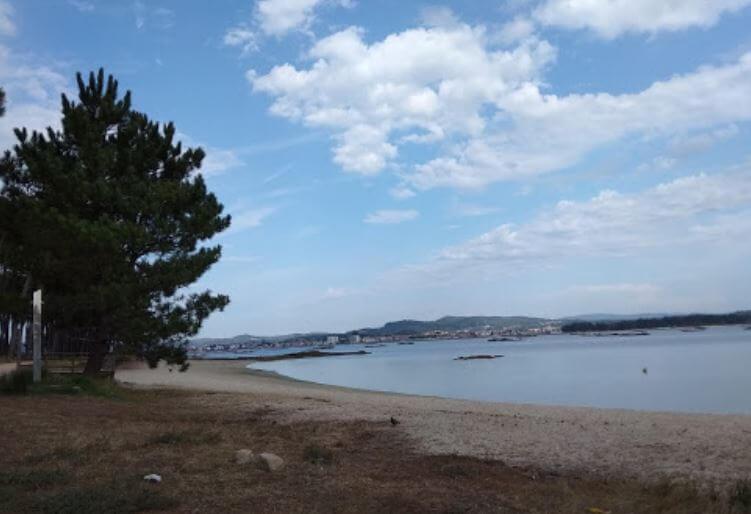 La playa Cabodeiro se encuentra en el municipio de A Illa de Arousa, perteneciente a la provincia de Pontevedra y a la comunidad autónoma de Galicia