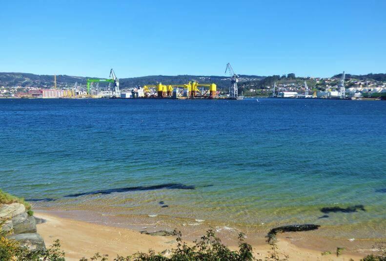 La playa Caranza se encuentra en el municipio de Ferrol, perteneciente a la provincia de A Coruña y a la comunidad autónoma de Galicia