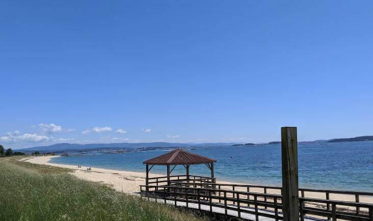 La playa Carragueiros se encuentra en el municipio de Boiro, perteneciente a la provincia de A Coruña y a la comunidad autónoma de Galicia