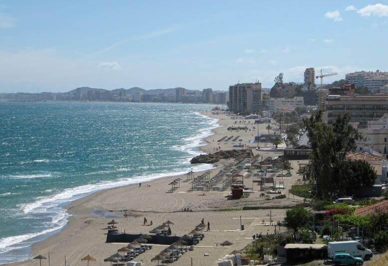 La playa Carvajal / Torreblanca se encuentra en el municipio de Fuengirola, perteneciente a la provincia de Málaga y a la comunidad autónoma de Andalucía