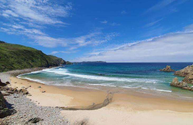 La playa Chanteiro se encuentra en el municipio de Ares, perteneciente a la provincia de A Coruña y a la comunidad autónoma de Galicia
