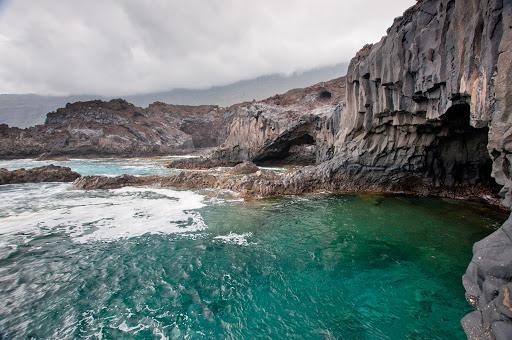 La playa Charco de los Sargos se encuentra en el municipio de Frontera, perteneciente a la provincia de El Hierro y a la comunidad autónoma de Canarias