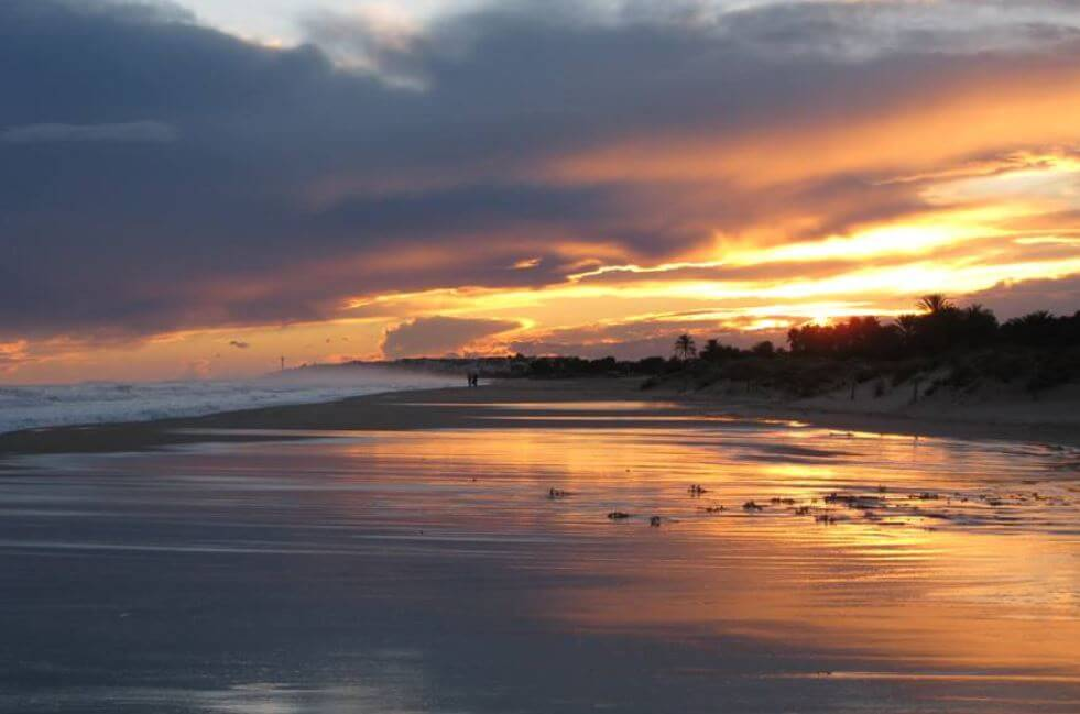 La playa Creixell se encuentra en el municipio de Creixell, perteneciente a la provincia de Tarragona y a la comunidad autónoma de Cataluña