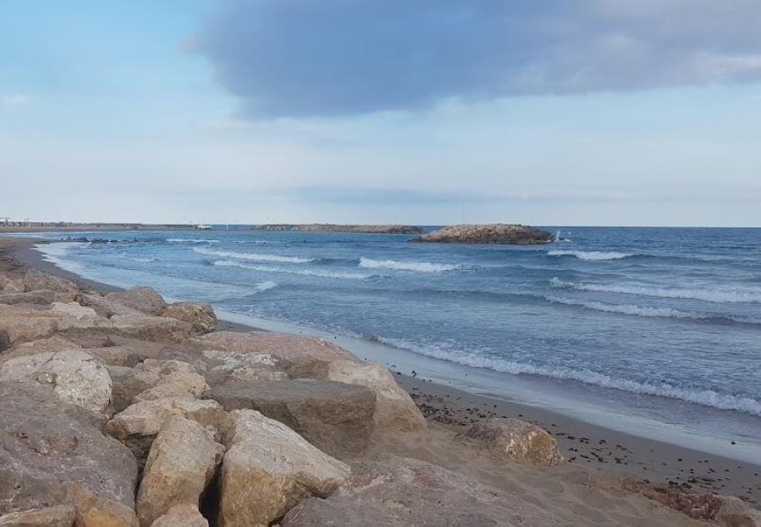 La playa Cunit se encuentra en el municipio de Cunit, perteneciente a la provincia de Tarragona y a la comunidad autónoma de Cataluña