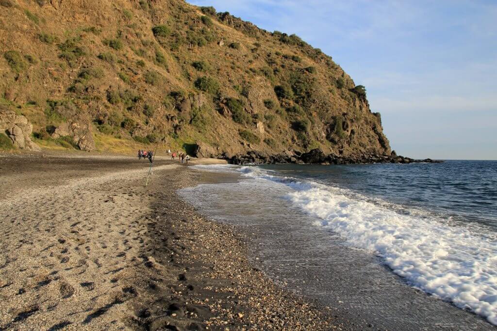 La playa Curumbico se encuentra en el municipio de Almuñécar, perteneciente a la provincia de Granada y a la comunidad autónoma de Andalucía