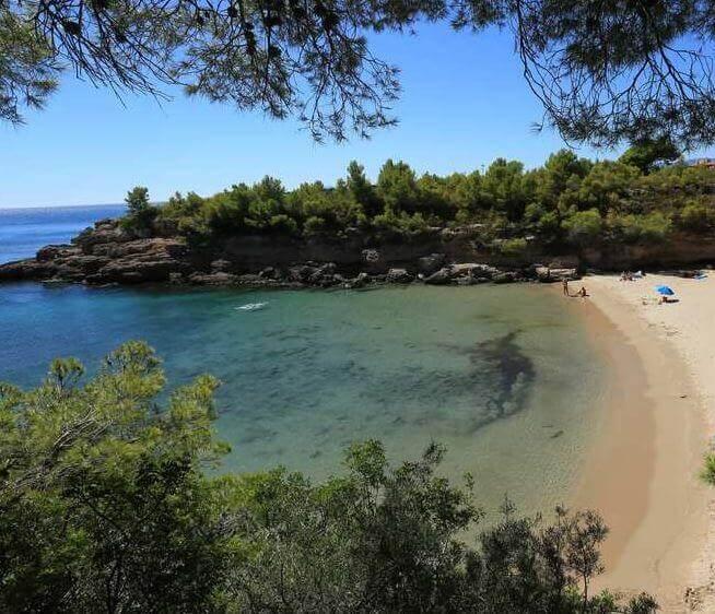 La playa Playa de Calafat se encuentra en el municipio de L'Ametlla de Mar, perteneciente a la provincia de Tarragona y a la comunidad autónoma de Cataluña