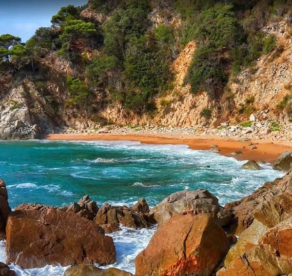 La playa Playa de la Corcollada se encuentra en el municipio de Santa Cristina d'Aro, perteneciente a la provincia de Girona y a la comunidad autónoma de Cataluña