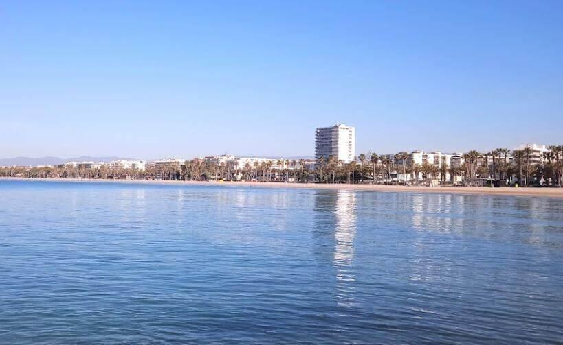 La playa Playa de Levante / Llevant se encuentra en el municipio de Salou, perteneciente a la provincia de Tarragona y a la comunidad autónoma de Cataluña