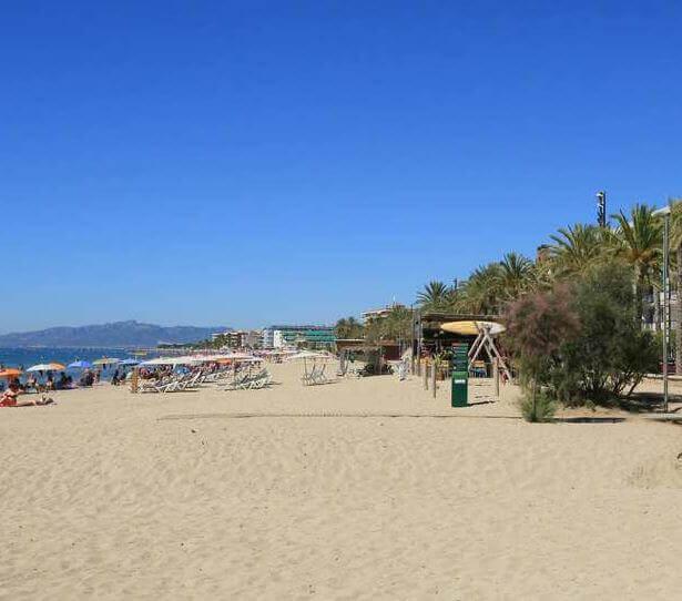 La playa Playa de Poniente / Ponent se encuentra en el municipio de Salou, perteneciente a la provincia de Tarragona y a la comunidad autónoma de Cataluña