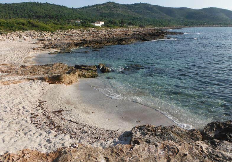 La playa Del Pebret se encuentra en el municipio de Peñíscola, perteneciente a la provincia de Castellón y a la comunidad autónoma de Comunidad Valenciana
