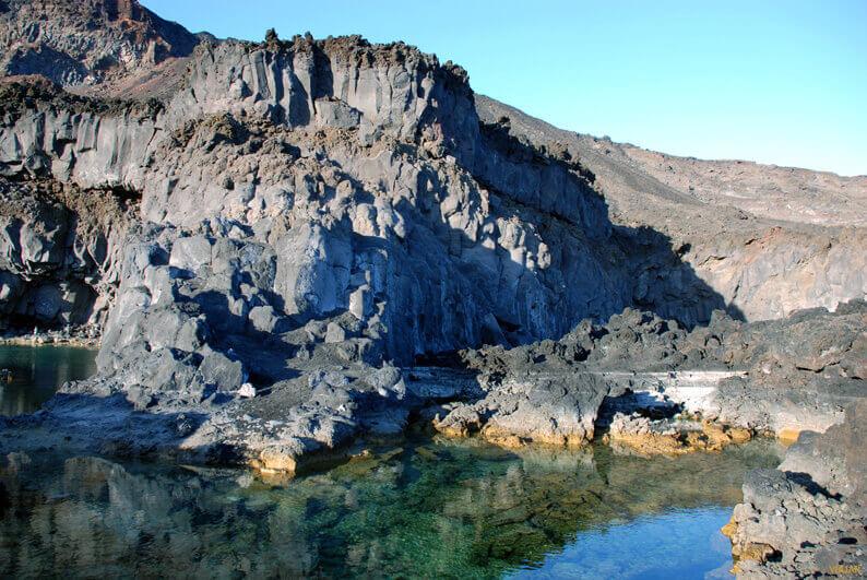 La playa Echentive se encuentra en el municipio de Fuencaliente de la Palma, perteneciente a la provincia de La Palma y a la comunidad autónoma de Canarias