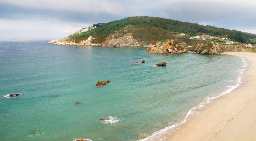 La playa Eirón se encuentra en el municipio de Ortigueira, perteneciente a la provincia de A Coruña y a la comunidad autónoma de Galicia