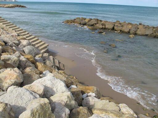 La playa El Brosquil / El Dorado se encuentra en el municipio de Cullera, perteneciente a la provincia de Valencia y a la comunidad autónoma de Comunidad Valenciana