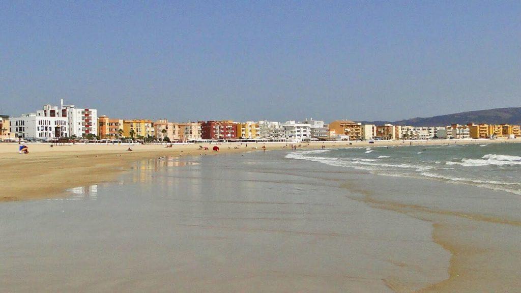 La playa El Carmen se encuentra en el municipio de Barbate, perteneciente a la provincia de Cádiz y a la comunidad autónoma de Andalucía