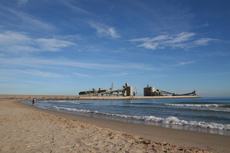 La playa El Ciment / Martinenca se encuentra en el municipio de Alcanar, perteneciente a la provincia de Tarragona y a la comunidad autónoma de Cataluña