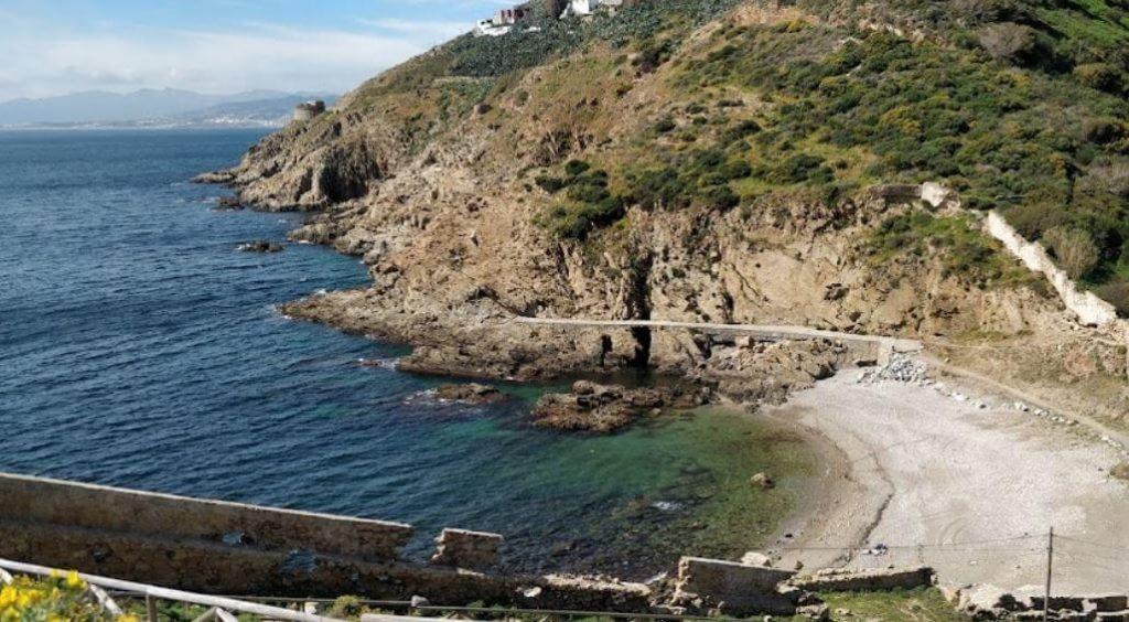 La playa El Desnarigado / Playa de la Torrecilla se encuentra en el municipio de Ceuta, perteneciente a la provincia de Ceuta y a la comunidad autónoma de Ceuta