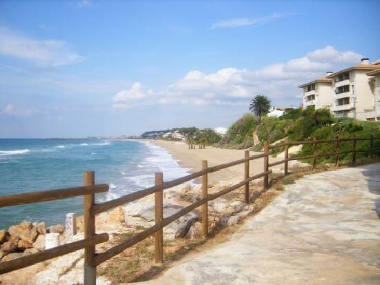 La playa El Francàs / Costa Daurada se encuentra en el municipio de Roda de Bar, perteneciente a la provincia de Tarragona y a la comunidad autónoma de Cataluña