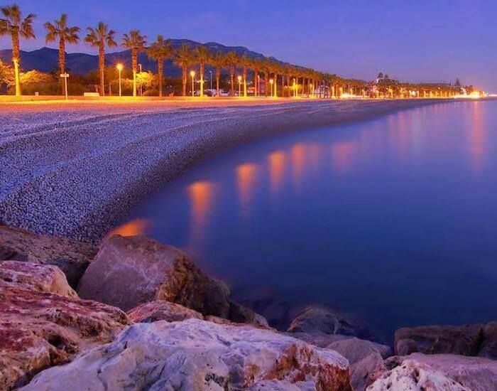 La playa El Marjal se encuentra en el municipio de Alcanar, perteneciente a la provincia de Tarragona y a la comunidad autónoma de Cataluña