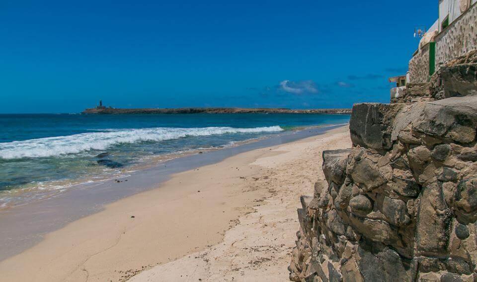 La playa El Puertito se encuentra en el municipio de Pájara, perteneciente a la provincia de Fuerteventura y a la comunidad autónoma de Canarias