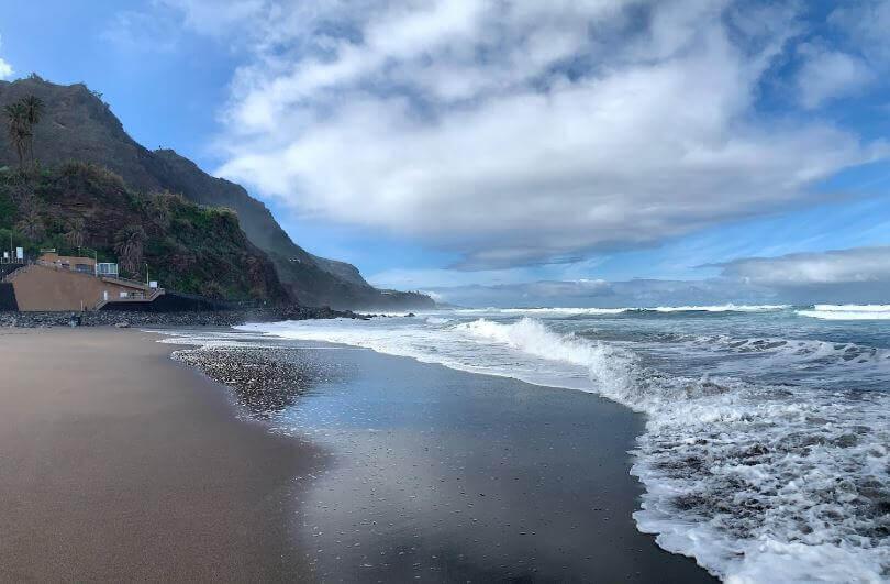 La playa El Socorro se encuentra en el municipio de Los Realejos, perteneciente a la provincia de Tenerife y a la comunidad autónoma de Canarias