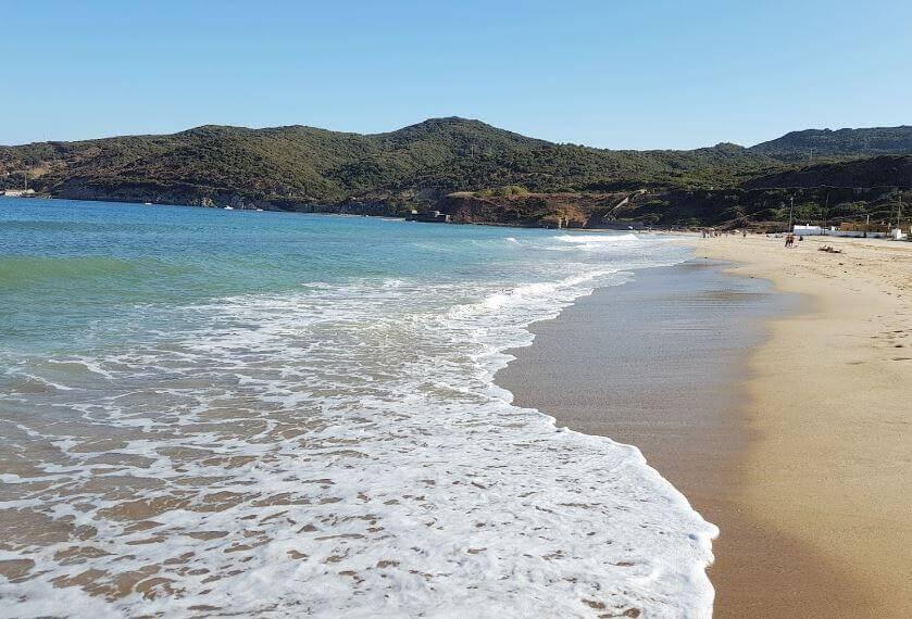 La playa Getares se encuentra en el municipio de Algeciras, perteneciente a la provincia de Cádiz y a la comunidad autónoma de Andalucía