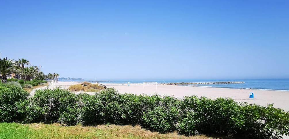 La playa Playa Heliópolis se encuentra en el municipio de Benicasim, perteneciente a la provincia de Castellón y a la comunidad autónoma de Comunidad Valenciana