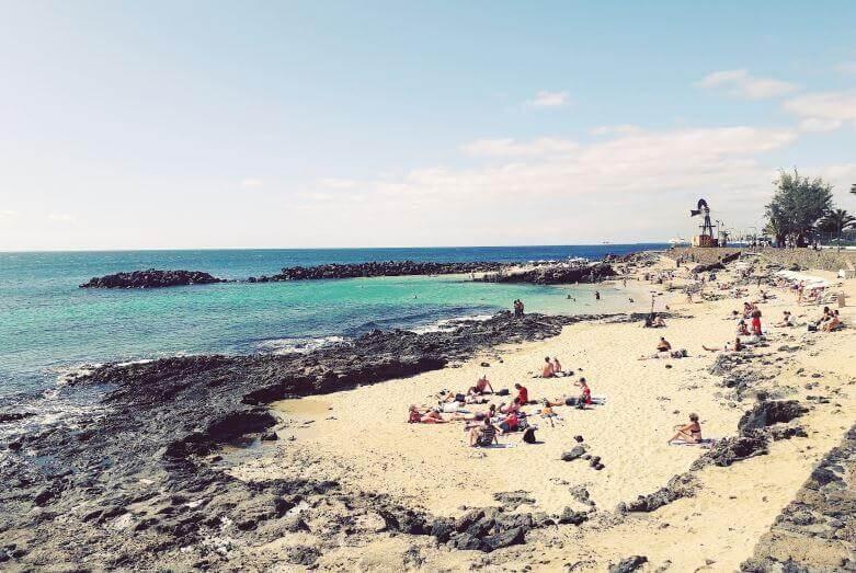 La playa Isla de la Alegranza / El Caletón del Jablillo / El Jablillo de Juan Rebenque se encuentra en el municipio de Teguise, perteneciente a la provincia de Alegranza y a la comunidad autónoma de Canarias