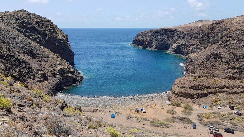 La playa Juncal / Playa del Puertito se encuentra en el municipio de Gáldar, perteneciente a la provincia de Las Palmas de Gran Canaria y a la comunidad autónoma de Canarias