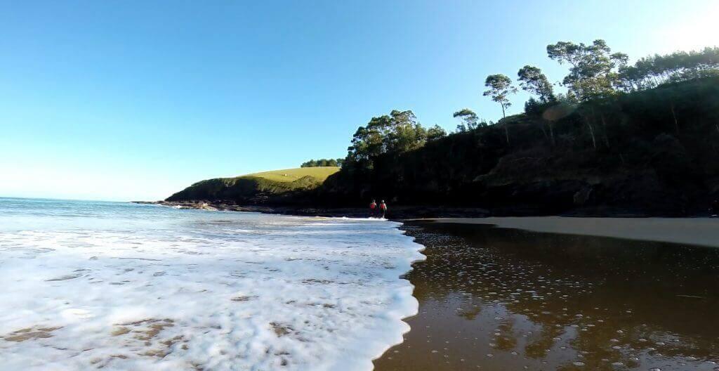 La playa Karraspio Txiki / Quincoces se encuentra en el municipio de Mendexa, perteneciente a la provincia de Bizkaia y a la comunidad autónoma de País Vasco